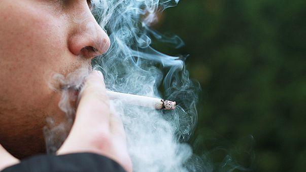 دراسة: المدخنون أكثر عرضة لفقدان السمع من غيرهم