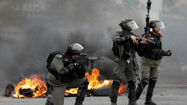 إسرائيل تقصف أهدافاً لحماس وتستعد لاشتباكات محتملة على الحدود