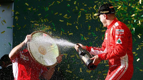 """Vettel celebra triunfo dando """"banho"""" ao estratega da Ferrari, Inaki Rueda"""
