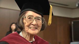 خانم کیوکو اوزکی در مراسم اهدای مدرک دکترا