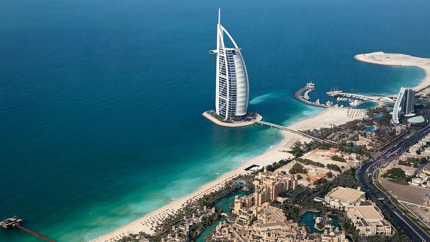 السجن عشر سنوات لبريطاني قتل زوجته بمطرقة في دبي