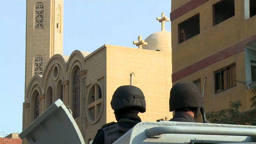 الأمن أمام كنيسة في القاهرة