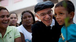 Meghalt a nyomornegyedekben élő gyerekek támogatója