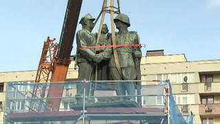 Elbontottak egy szovjet emlékművet Lengyelországban