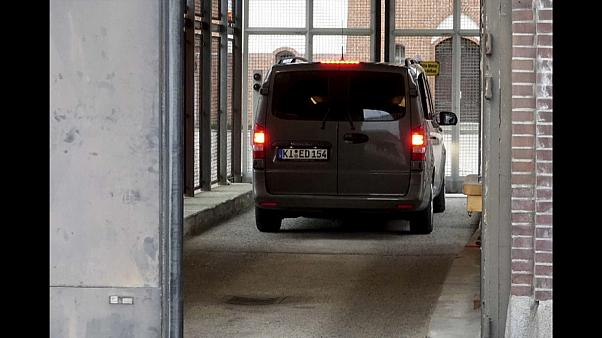 Schleswig: Puigdemont von Autobahnpolizei festgenommen