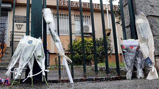 Dois dias depois do ataque troca-se o terror pelas flores