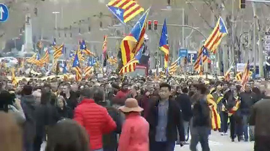 Puigdemont mellett tüntettek Barcelonában