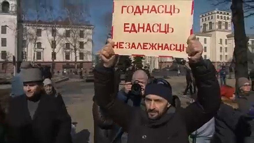 Letartóztatások egy minszki tüntetésen