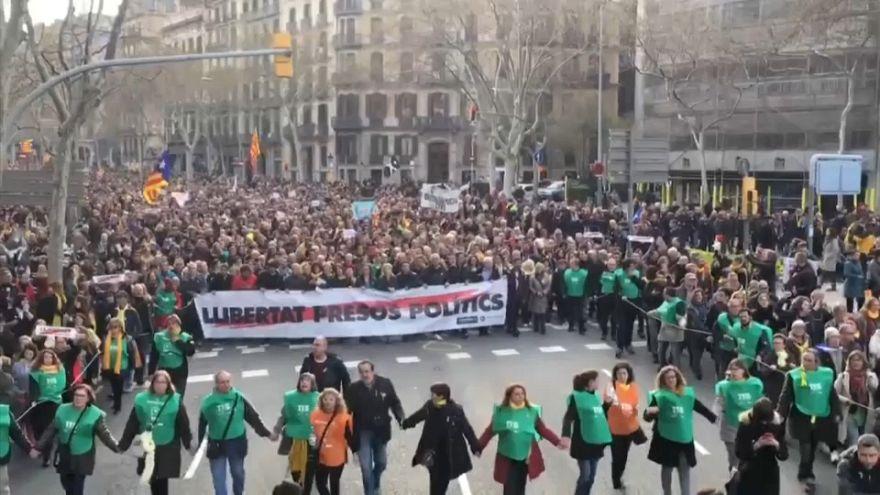 Katalanlar eski başkanları için sokakta