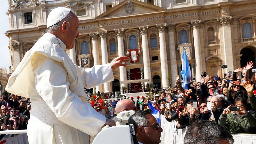 Papa celebra missa de domingo de Ramos