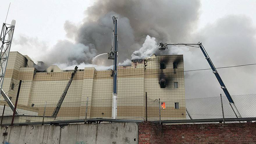 Incêndio num centro comercial na Sibéria faz pelo menos 37 mortos