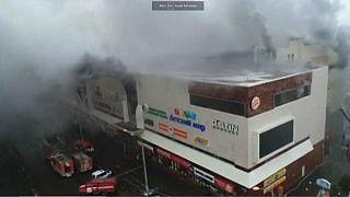 آتشسوزی در سیبری روسیه؛ از ۶۴ کشته ۴۱ نفر کودک بودند