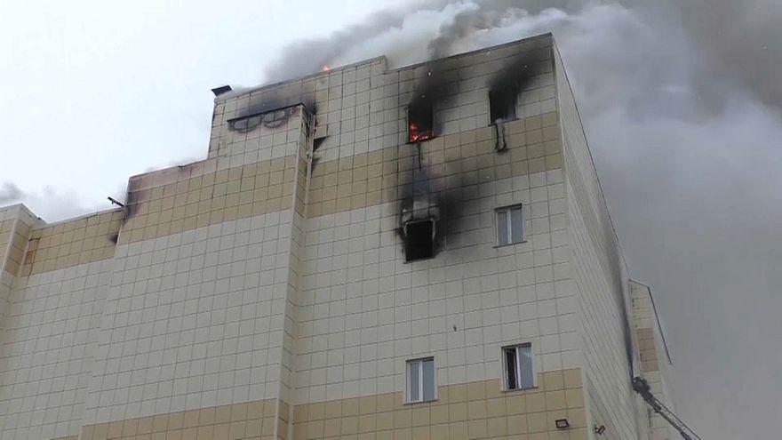 حريق في مركز تجاري في سيبيريا