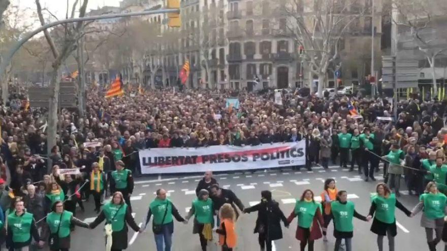 Katalonya'da binlerce kişi sokağa indi