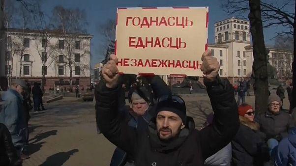 Dezenas de opositores detidos em Minsk