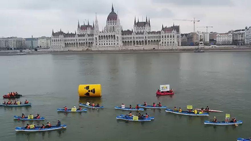 A Dunán tüntetett Paks ellen a Greenpeace