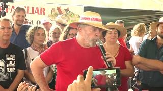 Lula takes to the campaign trail despite the risk of arrest