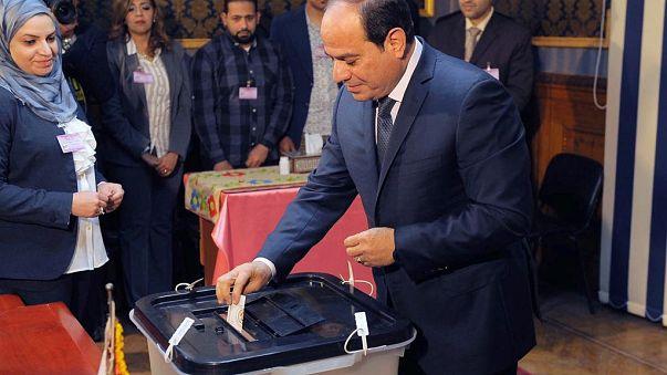 شاهد: السيسي يدلي بصوته في انتخابات الرئاسة المصرية