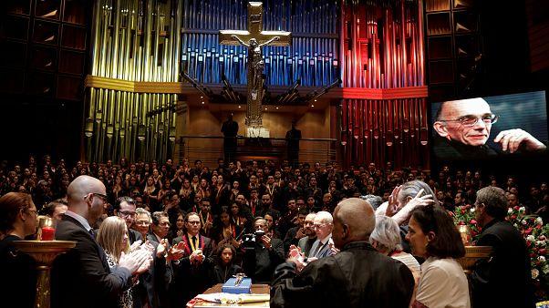 """L'addio commosso al """"Maestro"""" Abreu, che cambiò la vita di molti bambini venezuelani"""