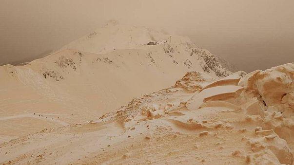 بالفيديو: تعرف على  سر الثلج البرتقالي الذي يغطي جبال أوروبا