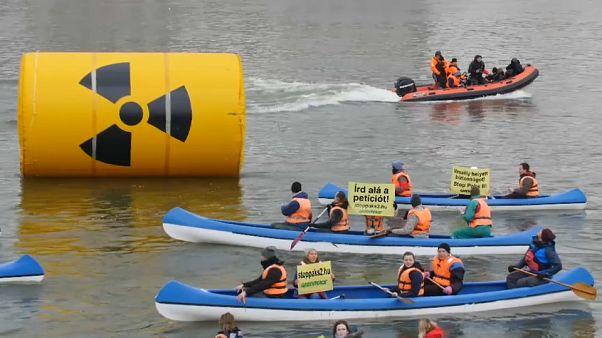 Greenpeace protesta no Danúbio contra resíduos nucleares