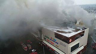 64 muertos, la mayoría niños, en el incendio de un centro comercial en Siberia
