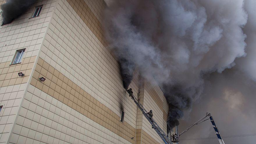 Brand in Einkaufszentrum in Sibirien