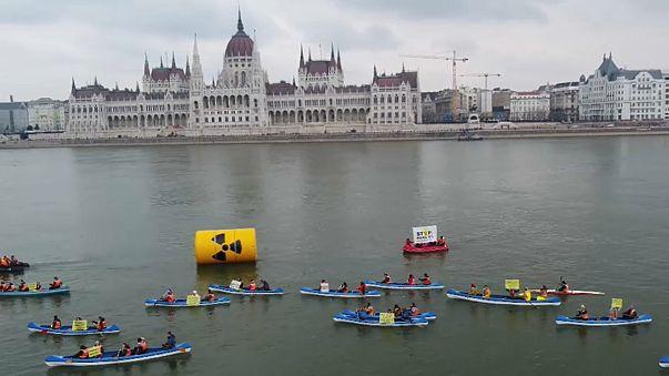 Greenpeace'ten Macaristan'da nükleer protestosu