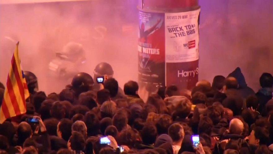 شاهد: أكثر من 55 ألف متظاهر في اسبانيا تضامنا مع كارلس بوغديمون