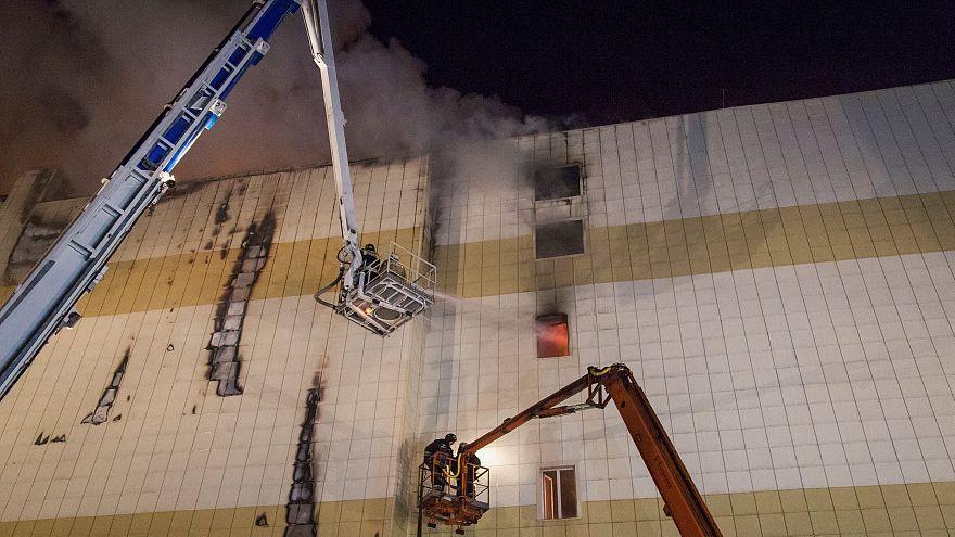 حريق شب في مركز تجاري في مدينة كيميروفو بروسيا