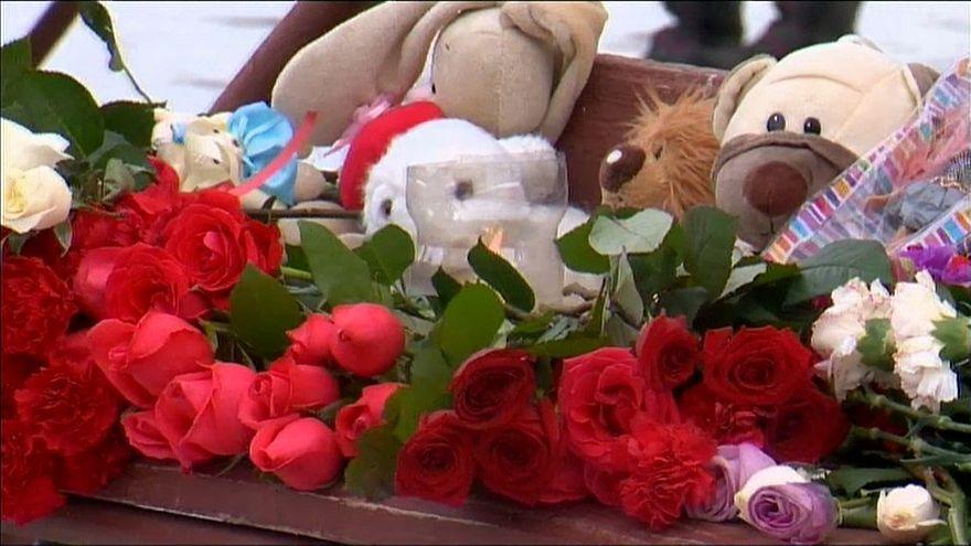 Rusya yangında ölenlerin yasını tutuyor
