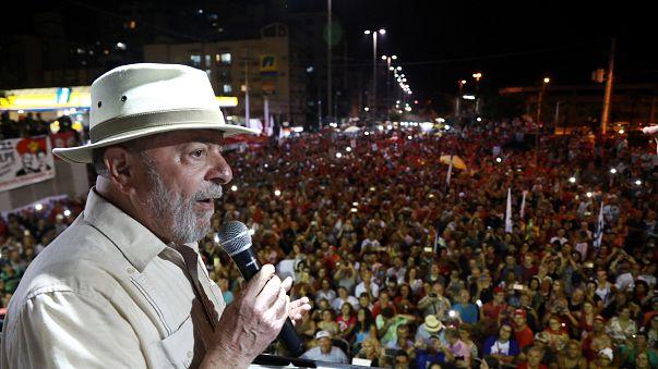 Ovos contra Lula em Santa Catarina