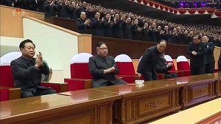 La prima volta di Kim. Il leader nord-coreano va in Cina