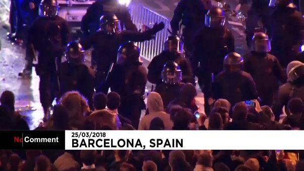 Échauffourées à Barcelone après l'arrestation de Puigdemont
