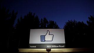 Das Eingangsschild von Facebook in Menlo Park