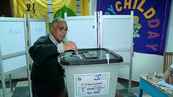Mısır muhalefetin boykotu altında sandığa gitti