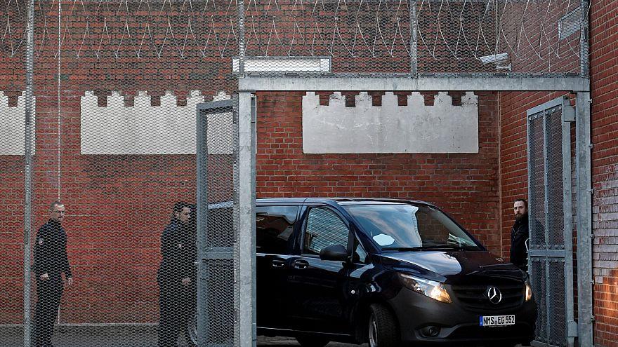El coche que traslada a Puigdemont llega a la prisión de Neumünster