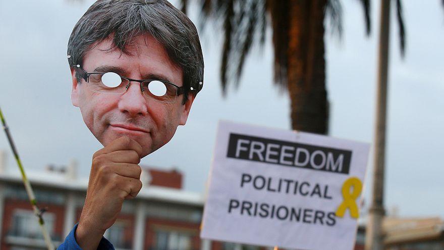 Carles Puigdemont vai permanecer detido na Alemanha