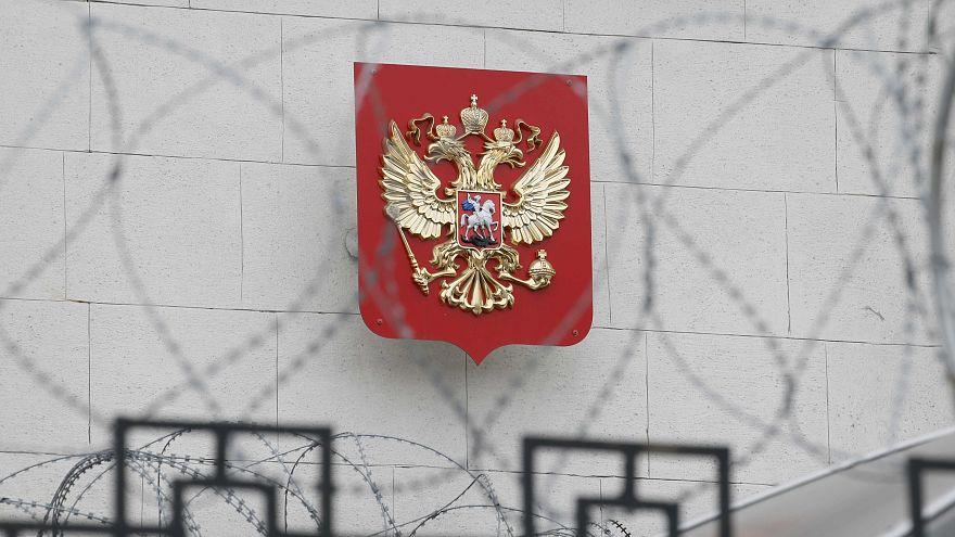 """Diplomatici russi espulsi, Mosca: """"Reagiremo duramente, ma aperti alla cooperazione"""""""