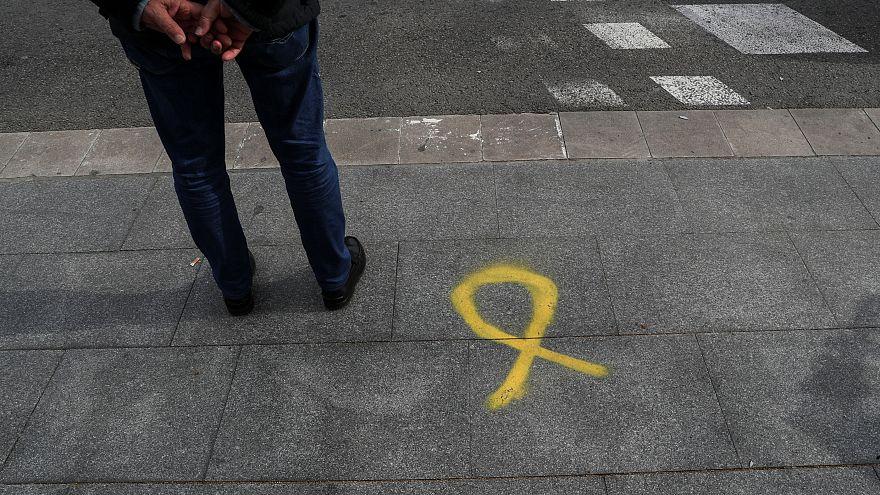 Yellow ribbon grafitti in Barcelona