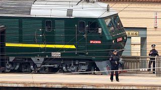 Comboio norte-coreano em Pequim sob o olhar atento das autoridades chinesas