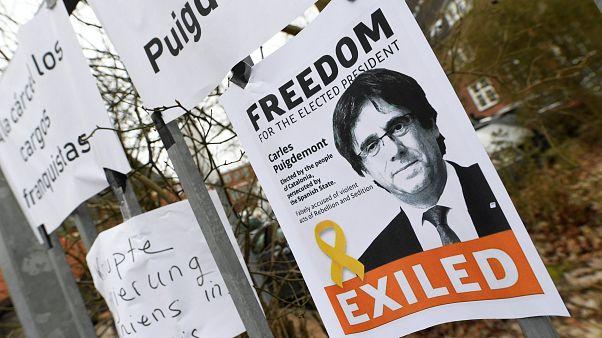 La solidarietà a Puigdemont all'esterno del carcere di Neumünster