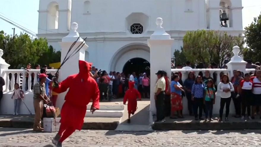 Salvadoreans cleanse their souls with an Easter whipping