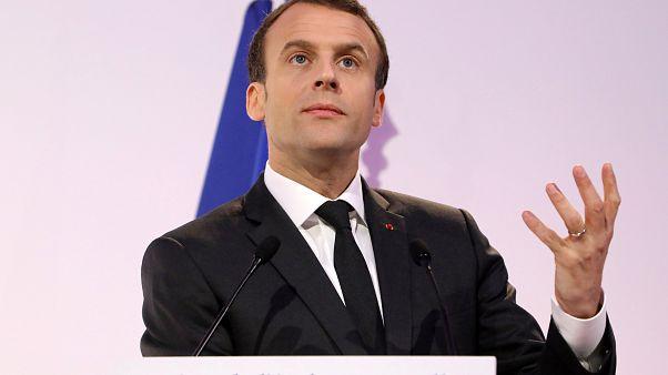 الرئيس الفرنسي ايمانويل ماكرون يلقي خطابه أمام خبراء تربويين
