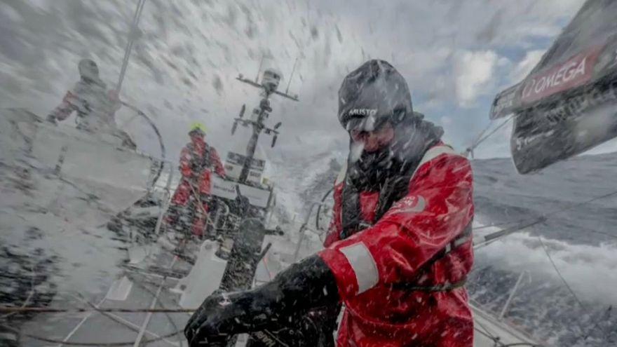 Volvo Ocean Race'de denizci kayboldu