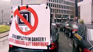 Los taxistas bloquean Bruselas para protestar contra UBER