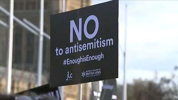 Londra'da ana muhalefet lideri Corbyn'e protesto
