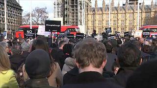 احتجاجات أمام البرلمان البريطاني ضدّ زعيم حزب العمال لاتهامه بمعاداة السامية
