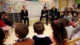 Президент Франции Макрон на показательном уроке в детском саду
