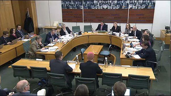Facebook-botrány: parlamenti meghallgatás
